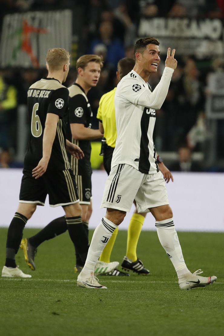 FK Juventus, FK Ajaks
