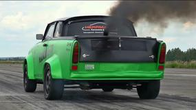 Szalony Trabant, który dymi jak stara elektrownia