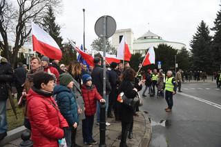 Pikiety KOD w całym kraju: 'Obronimy demokrację'