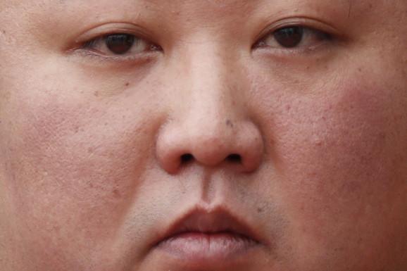 """""""DAR SA NEBA"""" Ako je verovati novoj biografiji o lideru Severne Koreje, Kim Džong Un je NATPRIRODNO BIĆE"""