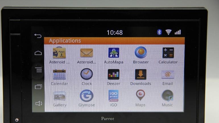 Parrot Asteroid Smart: radio multimedialne, które potrafi tyle co zainstalowane w nim aplikacje.