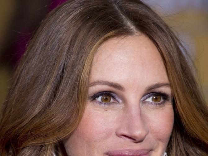 Posle glasina o RAZVODU, glumica odlučila da se posveti PORODICI: U opuštenom vikend izdanju izgleda FANTASTIČNO