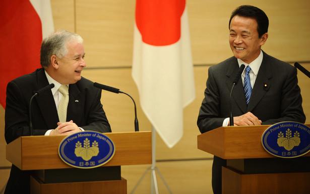 """Obaj przywódcy mówili o relacjach ekonomicznych i potencjale jaki w nich tkwi. Premier Aso podkreślił, że """"japoński świat biznesu jest bardzo zainteresowany Polską i oczekuje na dalszą poprawę warunków inwestycyjnych"""". """"O tym poinformowałem pana prezydenta"""" - dodał."""