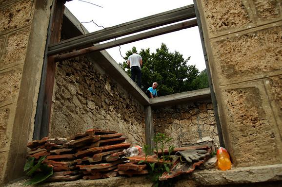 Obnova počela od urušenog krova.