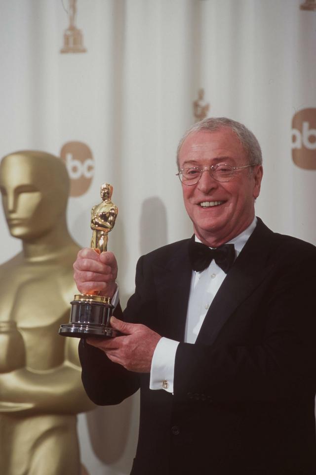 """Michael Caine - ceremonia w 2000 roku, Oscar za drugoplanową rolę we """"Wbrew regułom"""""""