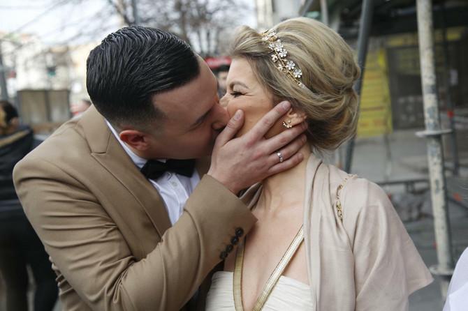 Ravnodušnih na ovaj poljubac mladenaca nije bilo