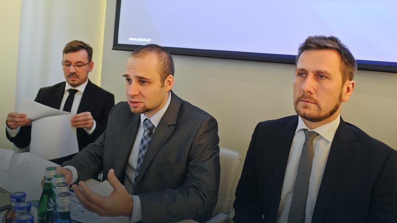 Od lewej: dyrektor Departamentu Inwestycji PKP SA Maciej K. Król oraz członkowie Zarządu Polskich Kolei Państwowych SA Piotr Ciżkowicz i Jarosław Bator