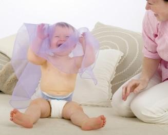 Zabawa w chowanego kształtuje zdolności ruchowe dziecka