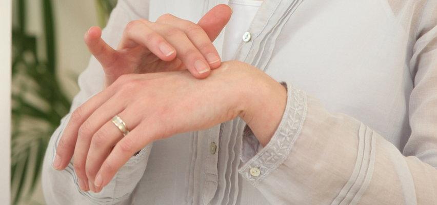 Przebarwienia na dłoniach? Podpowiadamy, jak się ich pozbyć