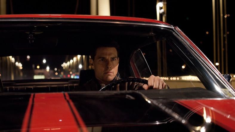 """Splot pecha i talentu to charakterystyczne zjawisko w całej karierze Toma Cruise'a. Premiera najnowszego filmu z jego udziałem miała miejsce kilka dni po masakrze w Newtown – i nie byłoby w tym nic znaczącego ani oburzającego, gdyby nie to, że sekwencja otwierająca """"Jacka Reachera"""" jest drobiazgową rekonstrukcją strzelaniny, w wyniku której ginie pięcioro niewinnych cywilów, w tym młoda dziewczyna z dzieckiem na rękach"""