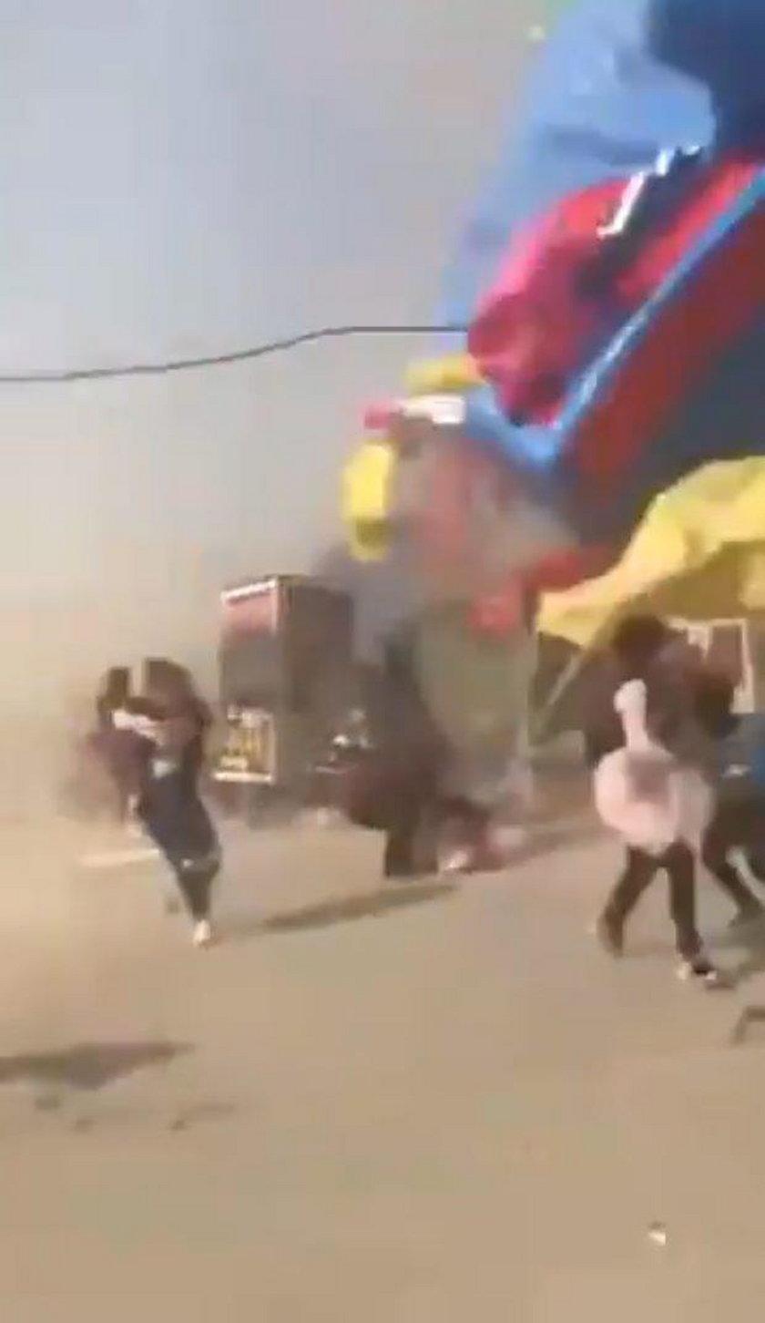Tornado zmiotło dmuchany zamek. Nie żyje dwoje dzieci!