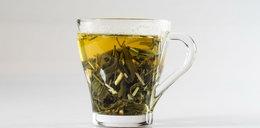 Nie wyrzucaj herbacianych fusów. Zobacz, jak je wykorzystać