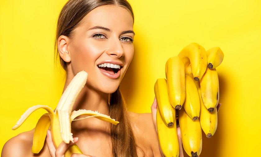 Czarna końcówka banana, czy można ją jeść?