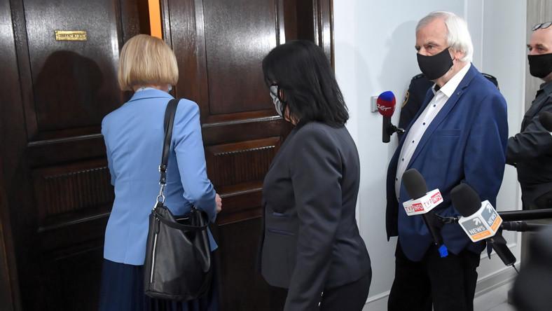 Posłanka PiS Anna Kwiecień (L), rzecznik PiS Anita Czerwińska (C) i wicemarszałek Sejmu Ryszard Terlecki (P)