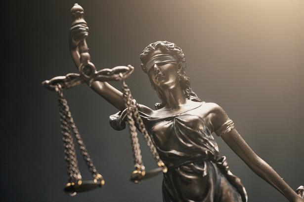 Związkowcy alarmują, że z powodu niskich wynagrodzeń coraz więcej pracowników sądów rezygnuje z pracy i szuka innego, lepiej płatnego zajęcia