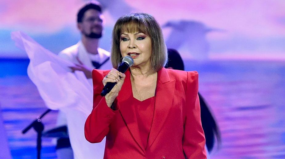 Izabela Trojanowska podczas koncertu w ramach Wakacyjnej Trasy Dwójki 2021