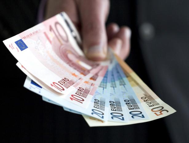 Komisja Europejska zaproponowała, aby miliard euro udostępnić w ramach Inicjatywy na rzecz zatrudnienia ludzi młodych