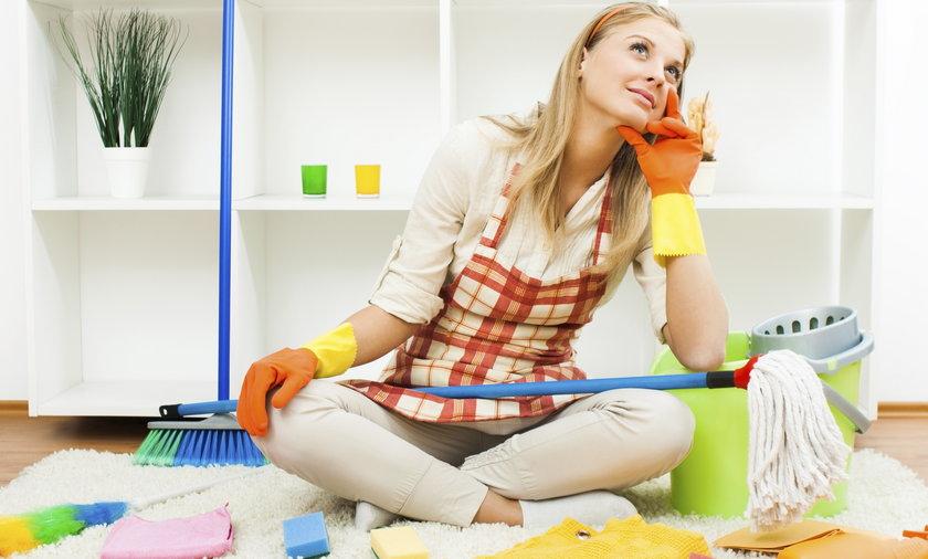 kobieta sprzątająca
