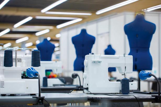 W ramach rządowej tarczy 6.0 na wsparcie mogą liczyć przede wszystkim podmioty sprzedające, a nie produkujące odzież i obuwie