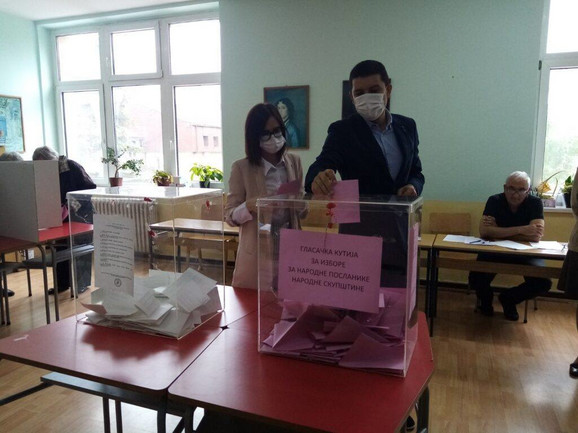 Kandidat SNS za gradonačelnika Valjeva Lazar Gojković na biračkom mestu