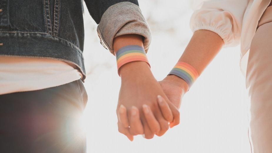 Pary tej samej płci mają mieć w krajach UE takie same prawa jak tradycyjne związki