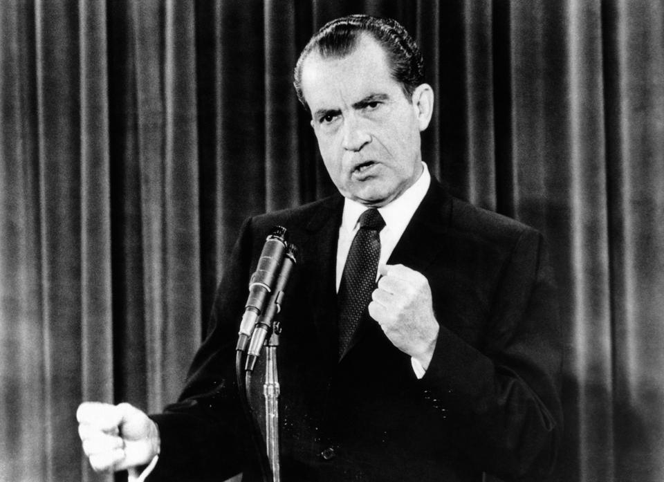 Prezydent Richard Nixon oficjalnie zabronił badań nad bronią biologiczną w 1969 roku