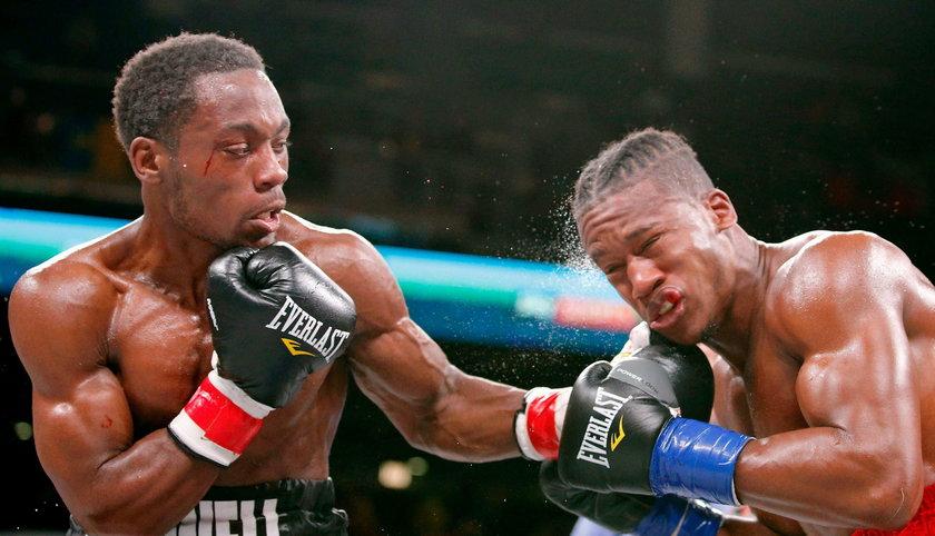 """W 1995 roku dziennikarze """"The Independent"""" wyliczyli, że w ponadstuletniej historii boksu zawodowego życie w wyniku obrażeń doznanych w ringu straciło około 500 zawodników."""