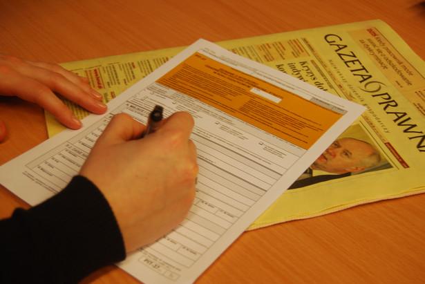 Podatnicy, chcąc uniknąć składania korekty deklaracji i szybko dostać zwrot nadpłaty podatku, powinni uważnie wypełniać zeznania i wykazywać w nich wszystkie dochody.