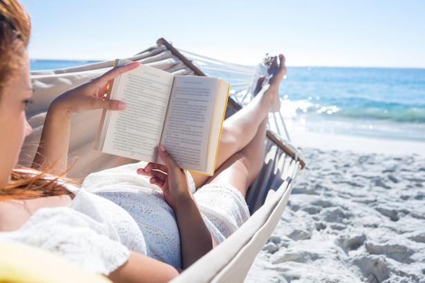 książka, lato, urlop, wakacje, czytanie