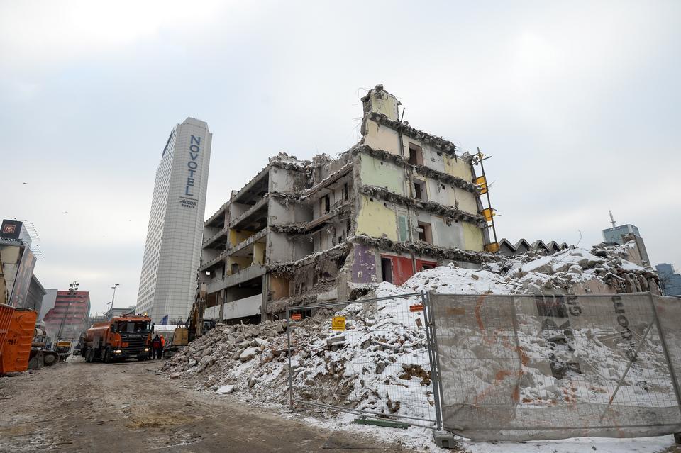 Dobiega końca rozbiórka Universalu w Warszawie