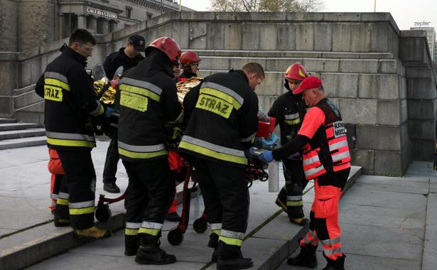 Pytany o stan mężczyzny, Błaszczak odpowiedział, że przebywa on w szpitalu w stanie ciężkim