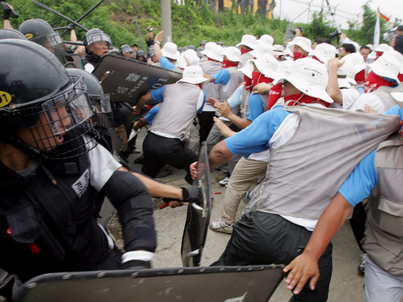 South Korean police use shields and clubs to stop protesters trying to enter the U.S. army's Camp Humphreys in Pyongtaek, about 80 km (50 miles) south of Seoul, August 8, 2005.