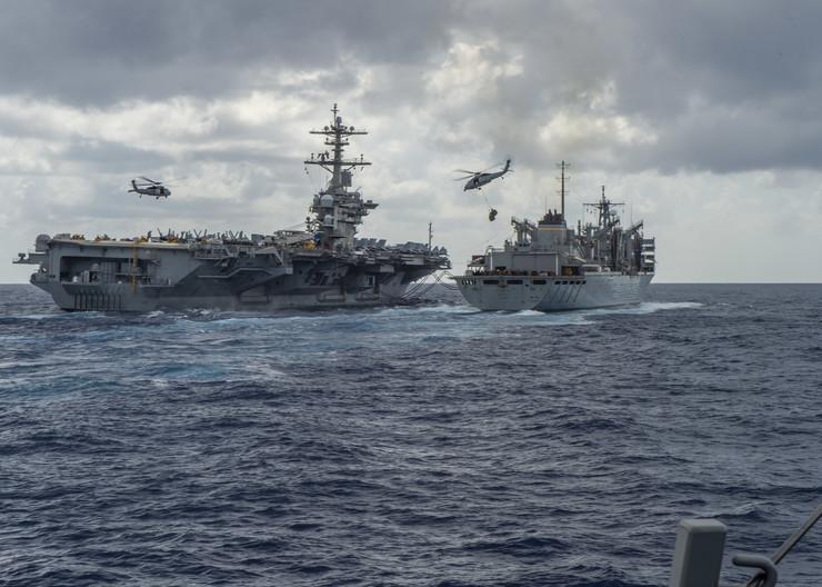 Američki brodovi u Persijskom zalivu EPA US NAVY