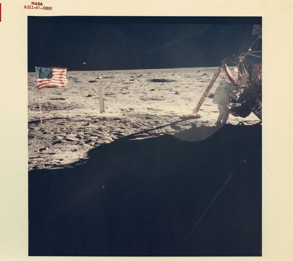 Jedina jasna fotografija Nila Armstronga na Mesecu, 11. jul 1969.