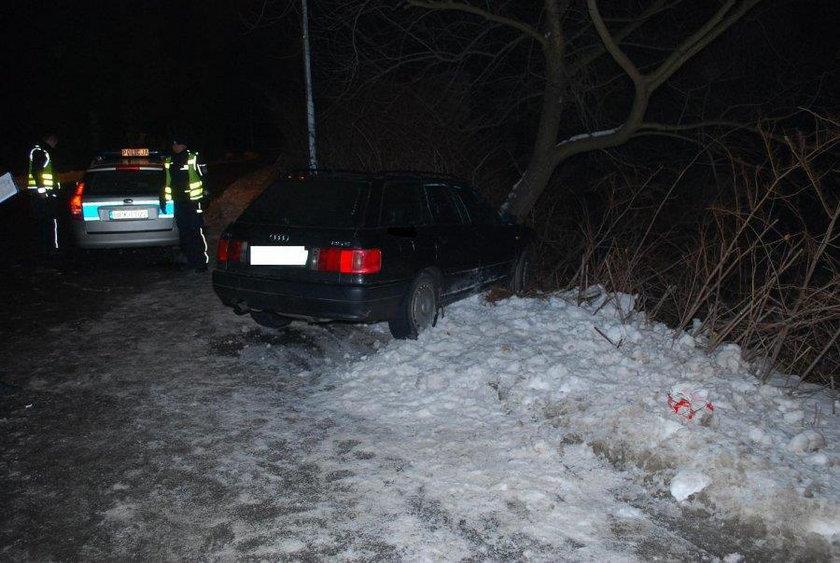 Rabuś utknął autem w śnieżnej zaspie