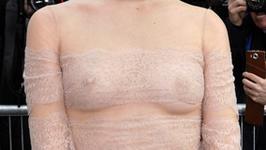 Nagie piersi na pokazie mody? Ona nie ma z tym problemu