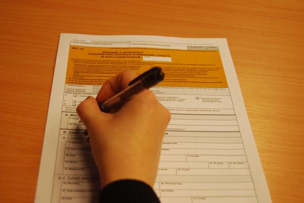 Związki zawodowe pracowników i przedstawiciele pracodawców chcą m.in. zwolnić z PIT bony oraz poszerzyć katalog zwolnień dotyczący zapomóg.