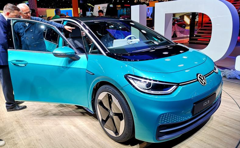 Volkswagen ID.3 to pierwszy samochód oparty na stworzonej od podstaw platformie MEB przystosowanej wyłącznie do napędu elektrycznego. Zaletą tej architektury jest wszechstronność – na niej powstanie cała rodzina różnych e-samochodów, od kompaktowych, poprzez SUV-y po limuzyny i vany