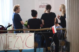 Ks. Isakowicz-Zaleski: Politycy próbują zrobić z protestu w Sejmie taran