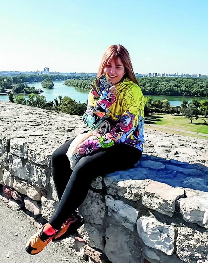 Slavica Topalović je epruvete zamenila bojama