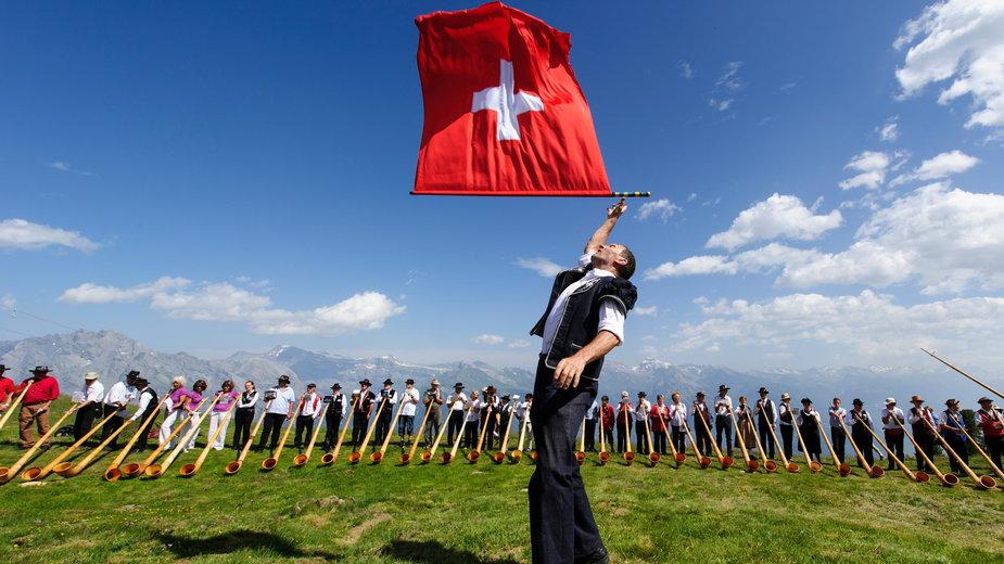 Koncert 150 rogów alpejskich podczas festiwalu w Nendaz w Szwajcarii