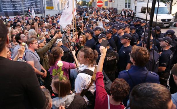 Tak długo, jak kontrmanifestacja ma charakter pokojowy, jest chroniona przez konstytucję