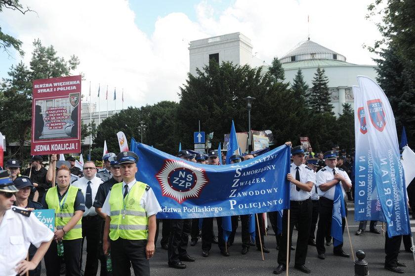 Strajk włoski w policji