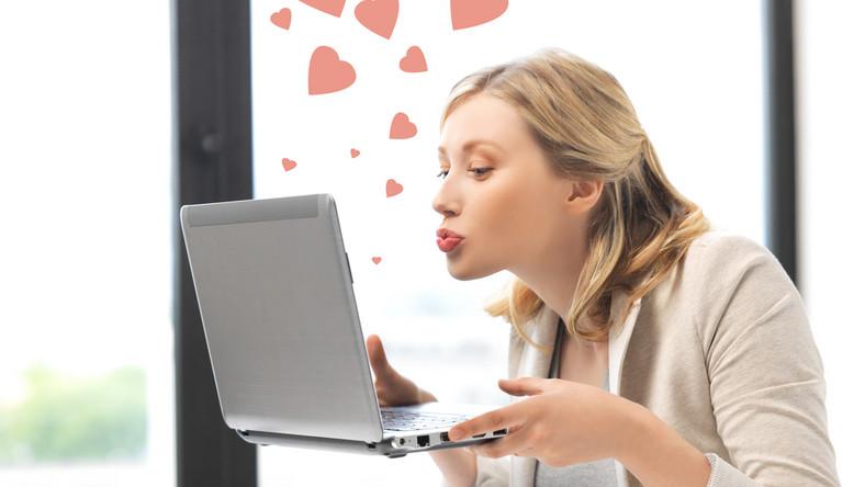 Dlaczego coraz więcej osób poszukuje partnera w sieci?