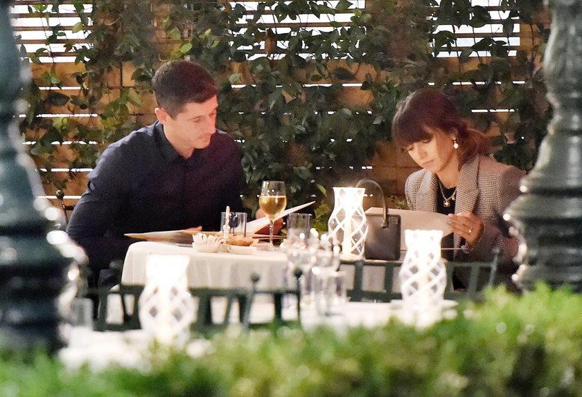 Anna i Robert Lewandowscy na romantycznej kolacji
