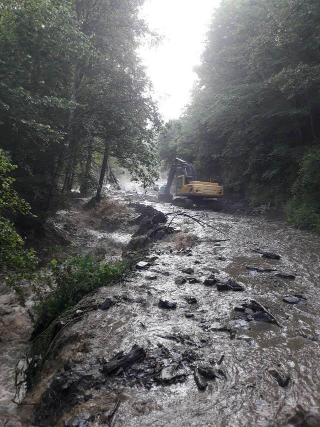 Voda je uništila 100 km puteva
