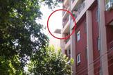 Žena preti da će skočiti sa petog sprata zgrade u Nišu