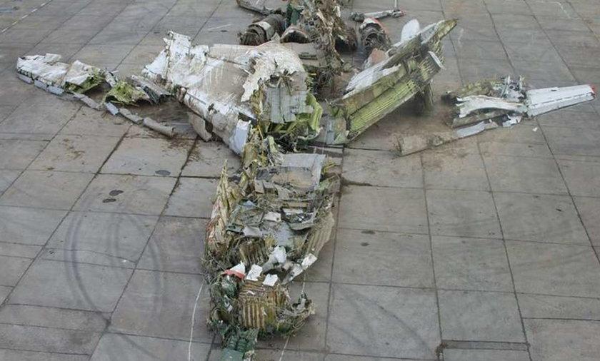 Rosjanie zatrzymali trzech polskich dziennikarzy i ich operatorów. Zarzucili im wejście na wojskowy teren. Jednak dziennikarze twierdzą, że zostali zatrzymani gdy zbliżali się do ogrodzenia lotniska, na którym rozbił się prezydencki Tu-154M