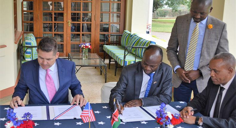 U.S. Ambassador Kyle McCarter and Craftskills Chairman Dr. Kenneth Namunje sign a U.S. Trade & Development Agency grant awarded to Craftskills Energy Ltd for a feasibility study to develop a 50-megawatt wind power plant with integrated battery storage capacity in Kajiado, Kenya. (courtesy)