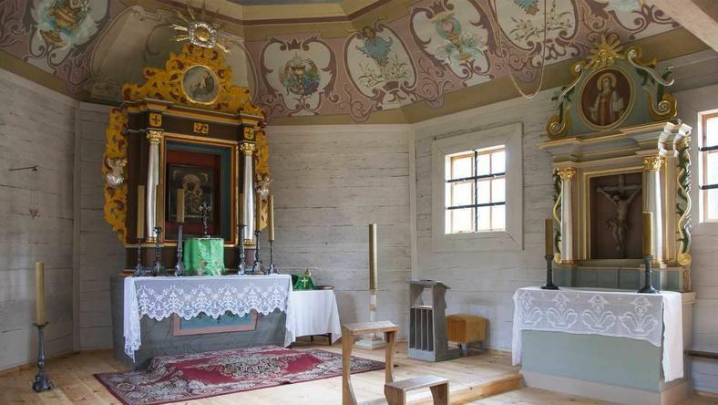 Barokowy kościółek w skansenie w Kłóbce